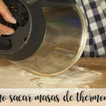 Trick to never cut ourselves with the dough in thermomix